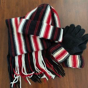Hat, gloves and scarf set